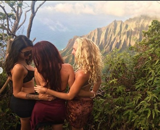 young girls at Kalalau lookout