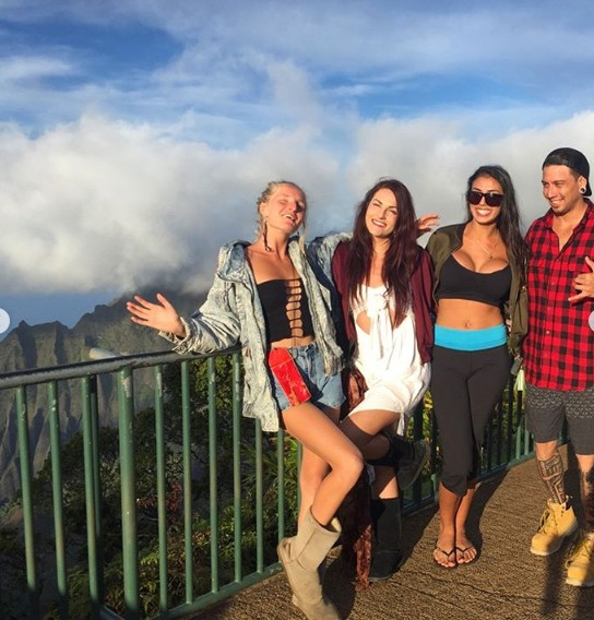 Elysha & friends Kalalau lookout