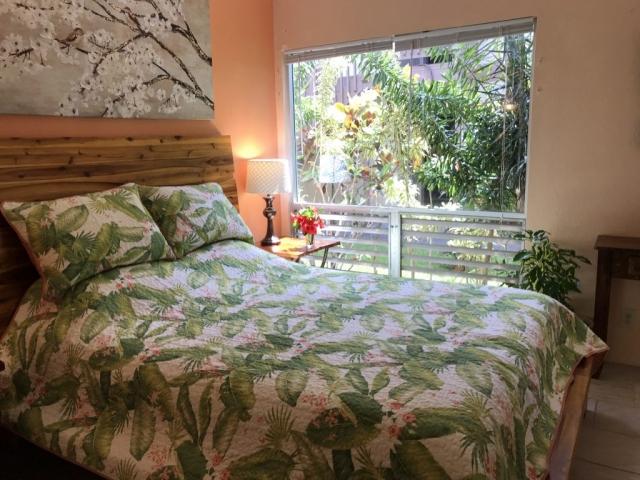 Queen Bed Tropical Gardens